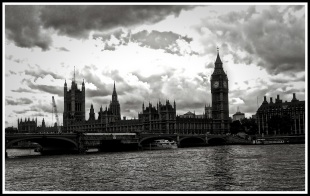 A black and white photo overlooking the river thames with big ben in the background