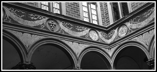 Black and white close up of the arches in the inner courtyard