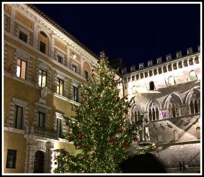 #32 Siena Christmas Tree